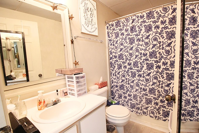 Midsize Studio - Bathroom